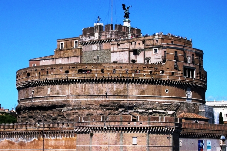The #HadrianMausoleum - what not to miss in Rome!