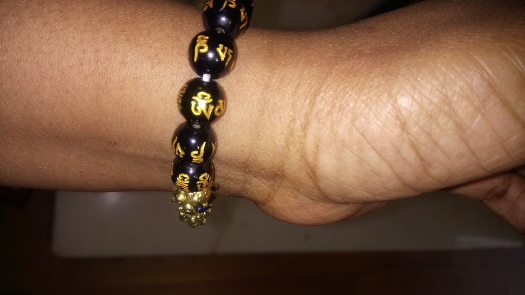 how to wear an obsidian crystal bracelet